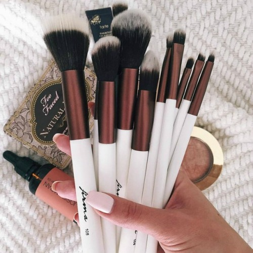 new brushes and new makeup by choi we heart it