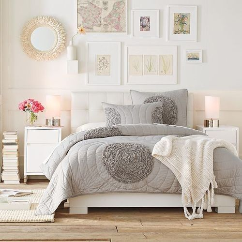 Gorgeous Gray And White Bedrooms: Beautiful Grey And White Bedroom-