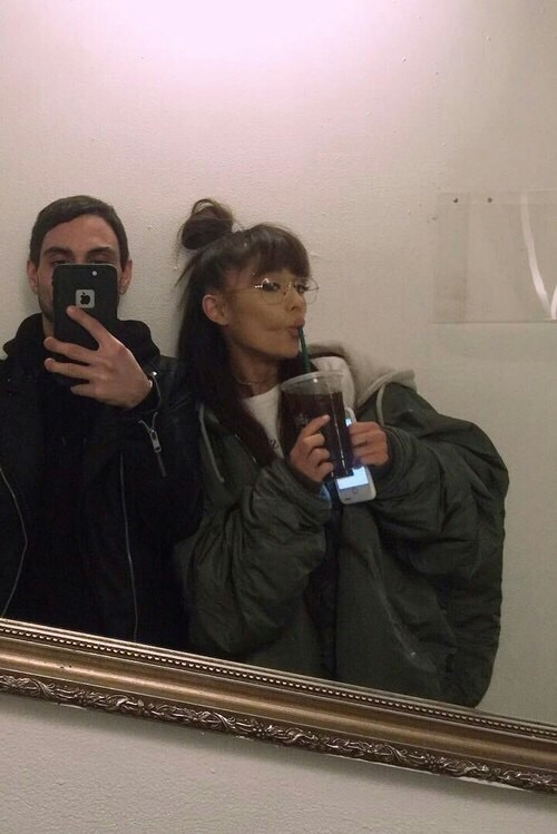 arianagrande, mirror selfie and snapchat