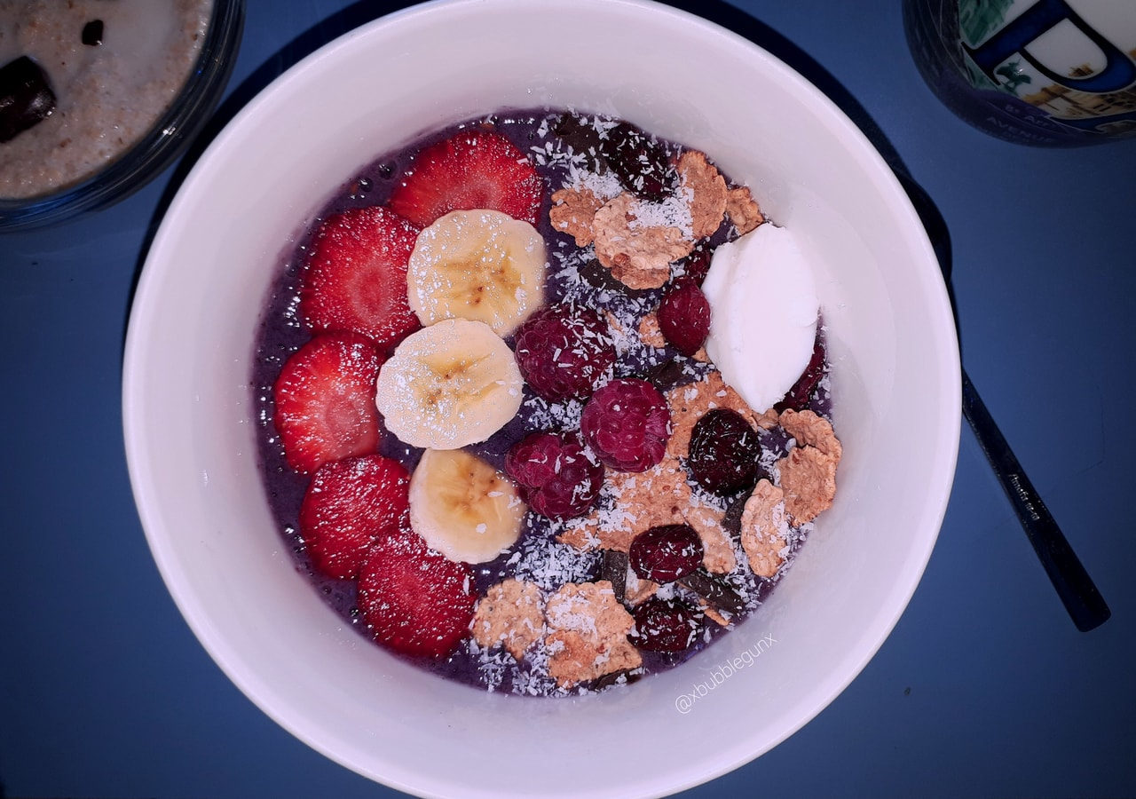 banana, blackberries, breakfast and comida