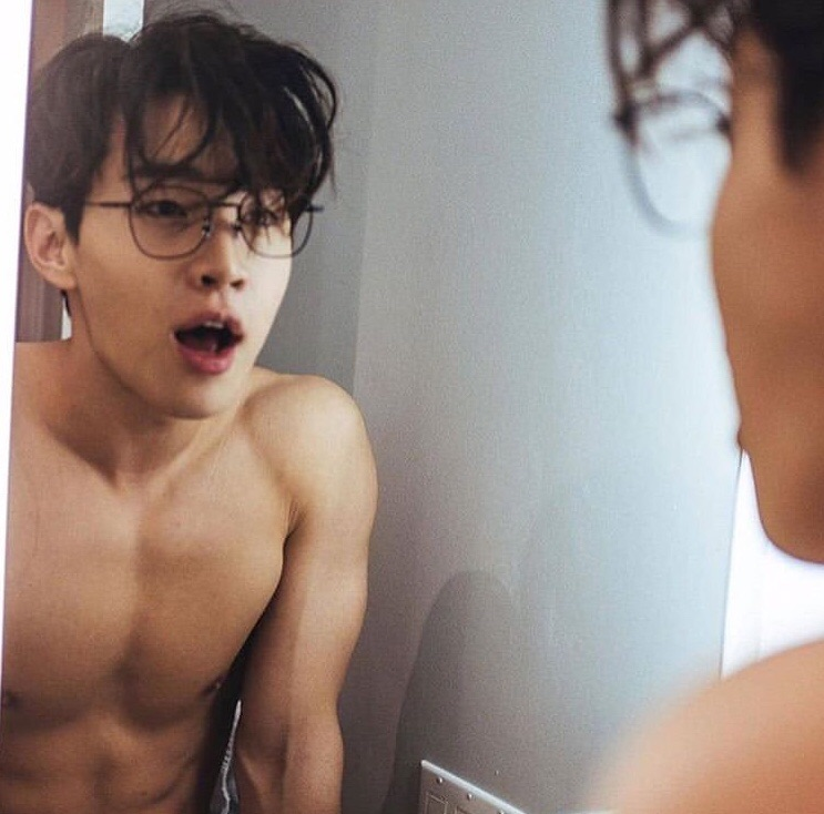 kpop, henrylau, muscles and glasses