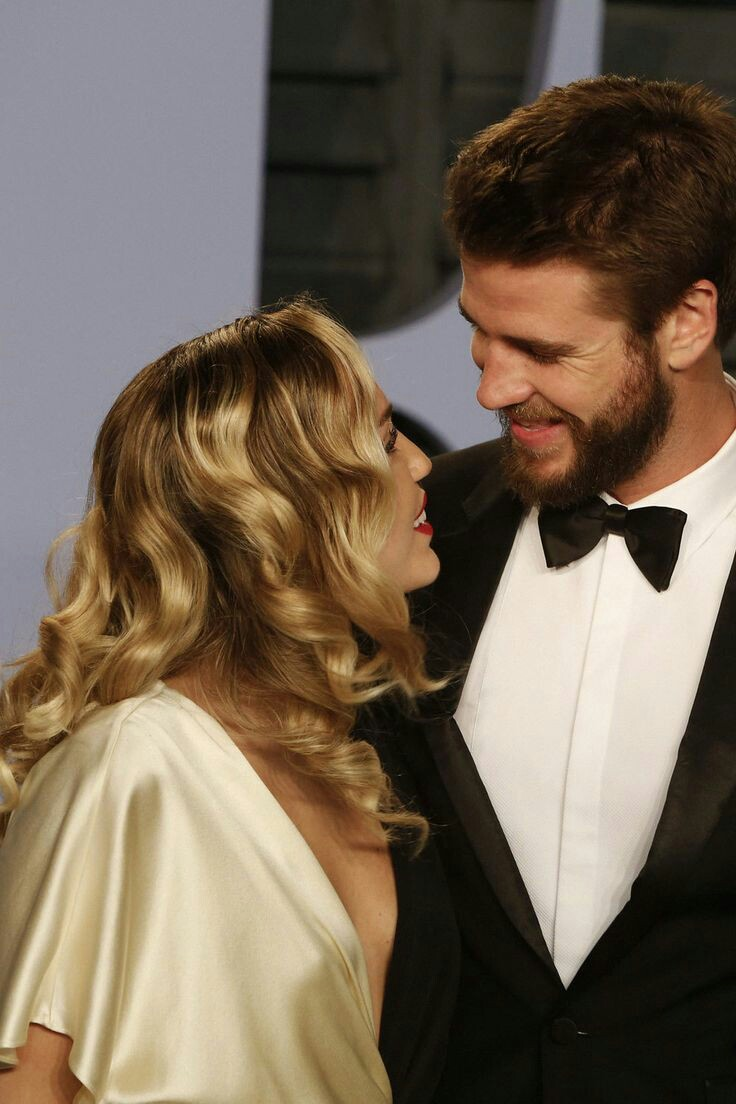 celebrities, couple goals, liam hemsworth and miley cyrus
