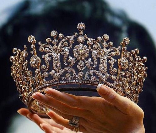 Queen, crown, gold and pretty