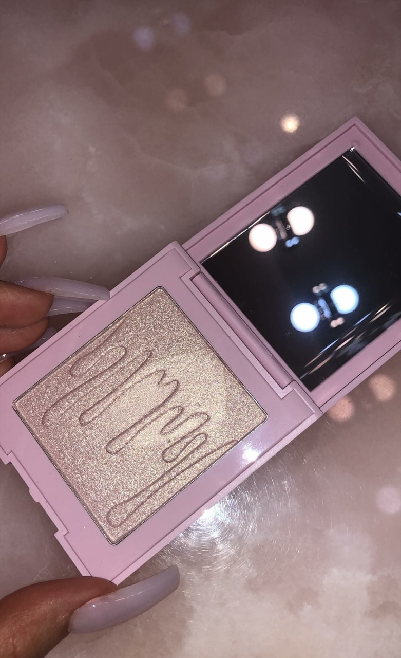 pink, kylie cosmetics, highlighter and vanity