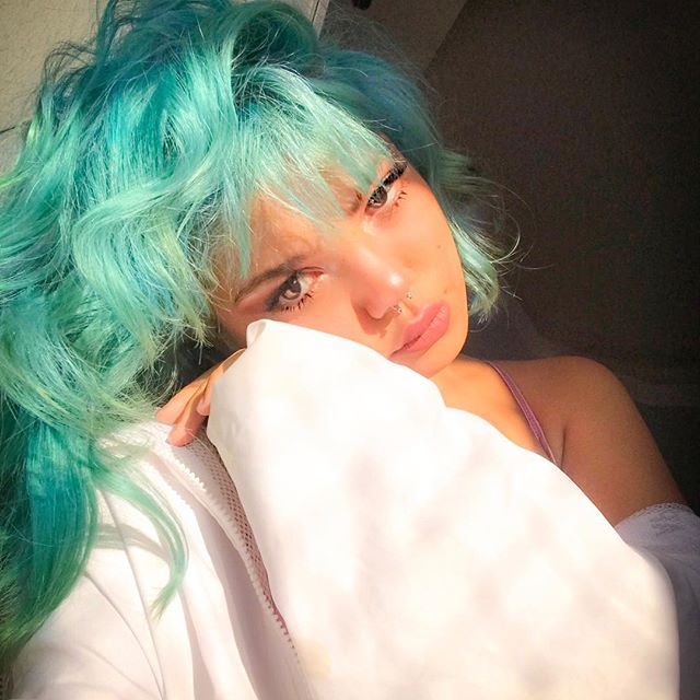 girls, colored hair, cabelo curto and cabelo azul
