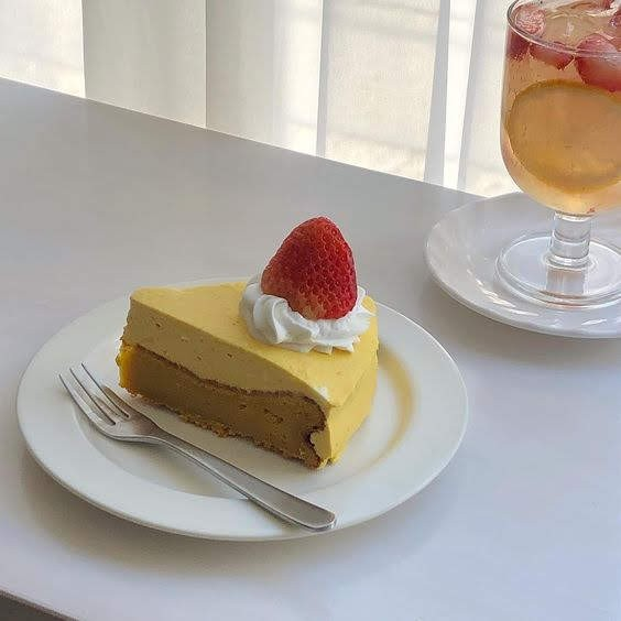 delicious, cake, cafe and aesthetic
