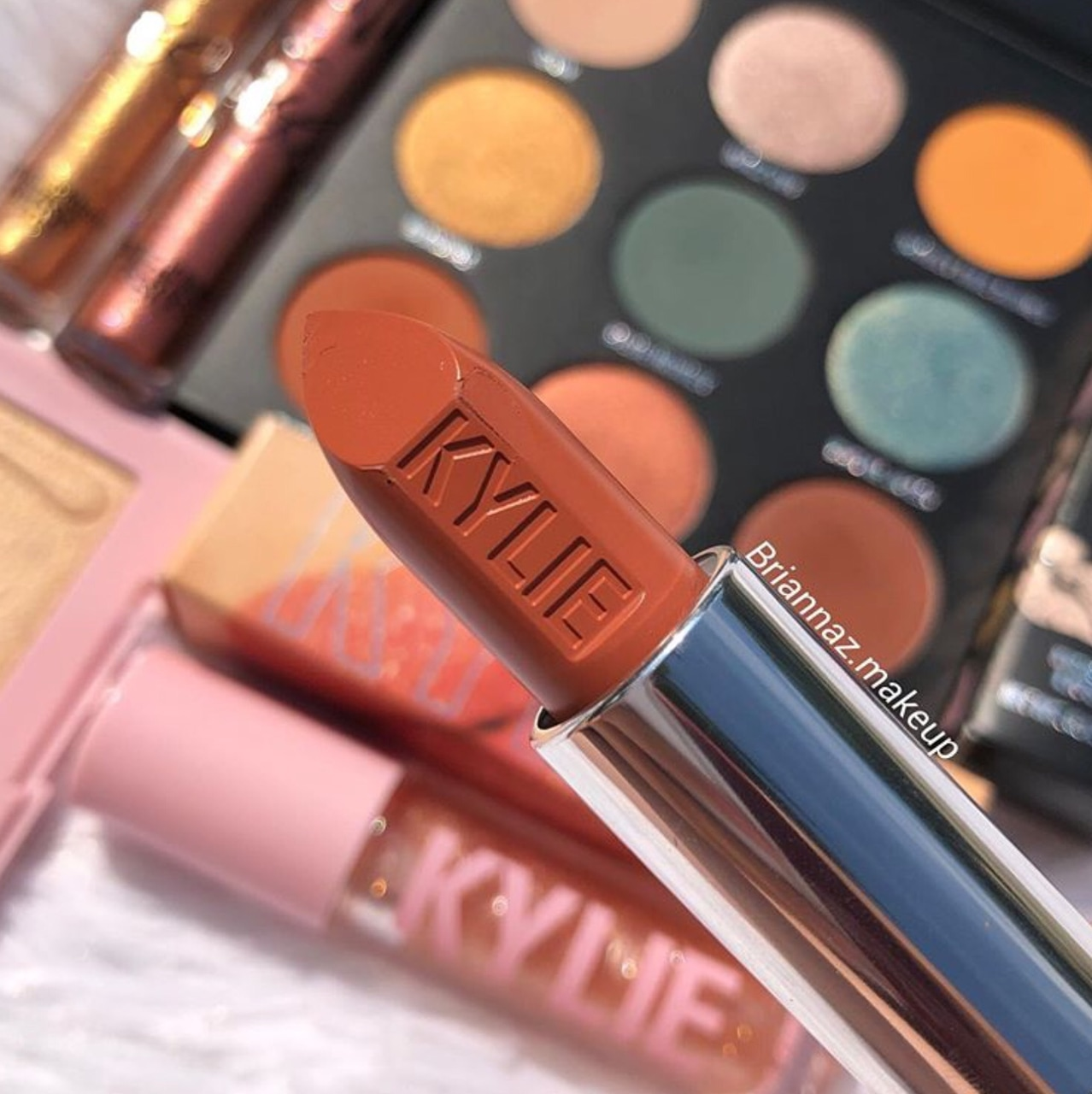 palette, lipstick, kylie cosmetics and kylie jenner